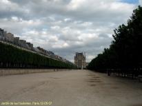 Al fondo el Louvre, Paris, Francia