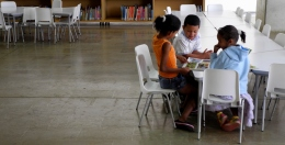 Medellín 12 - Niños en la Biblioteca España