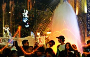 Fantasía digital sobre una fotografía tomada el 8N frente al patio Olmos, Córdoba