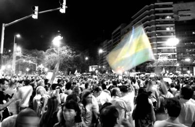 La bandera es de todos, incluso de los que no están.