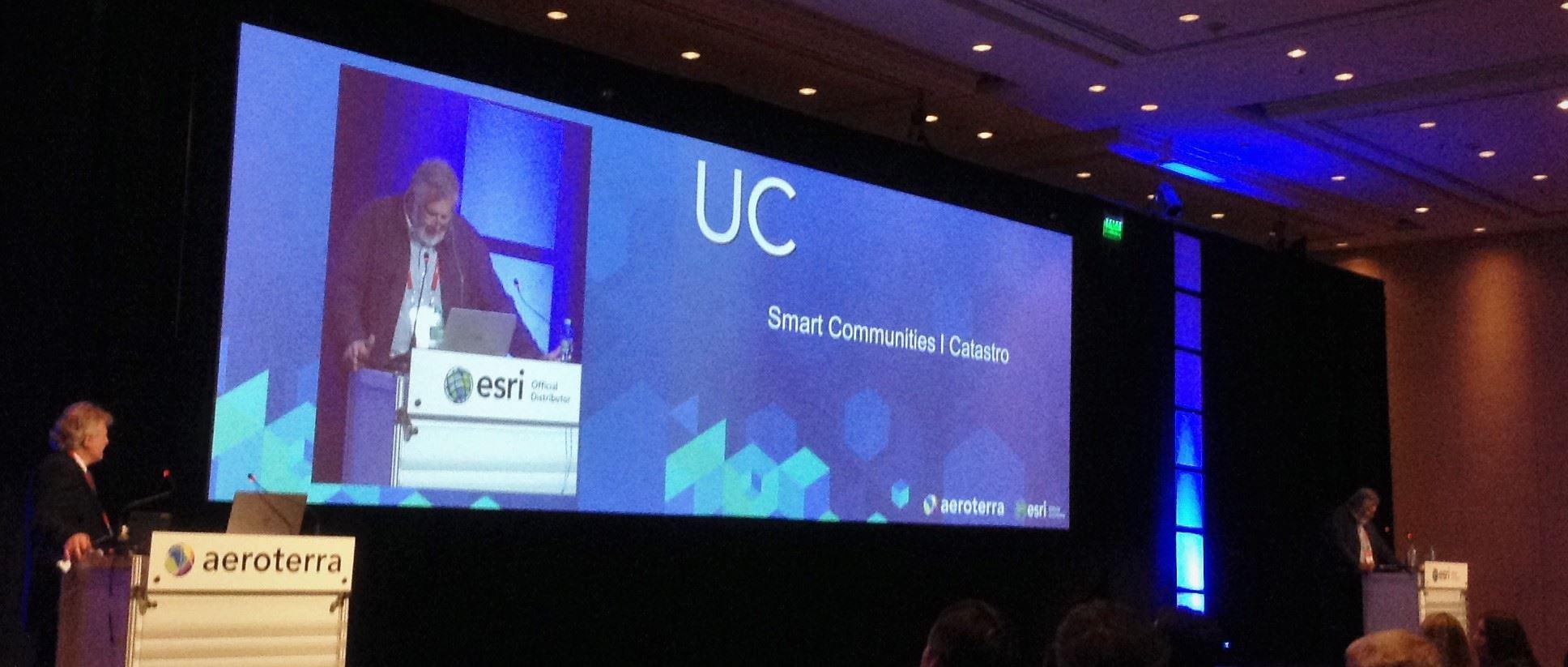 Track Catastro y Smart Communities. Conferencia de Usuarios ESRI Buenos Aires, 2016.
