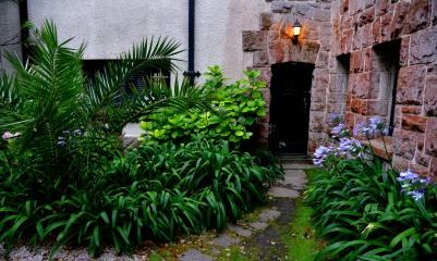El farol de la entrada al altillo en Gainza Paz