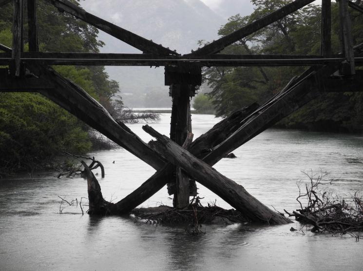 Puente abandonado, camino de los siete lagos, Neuquén