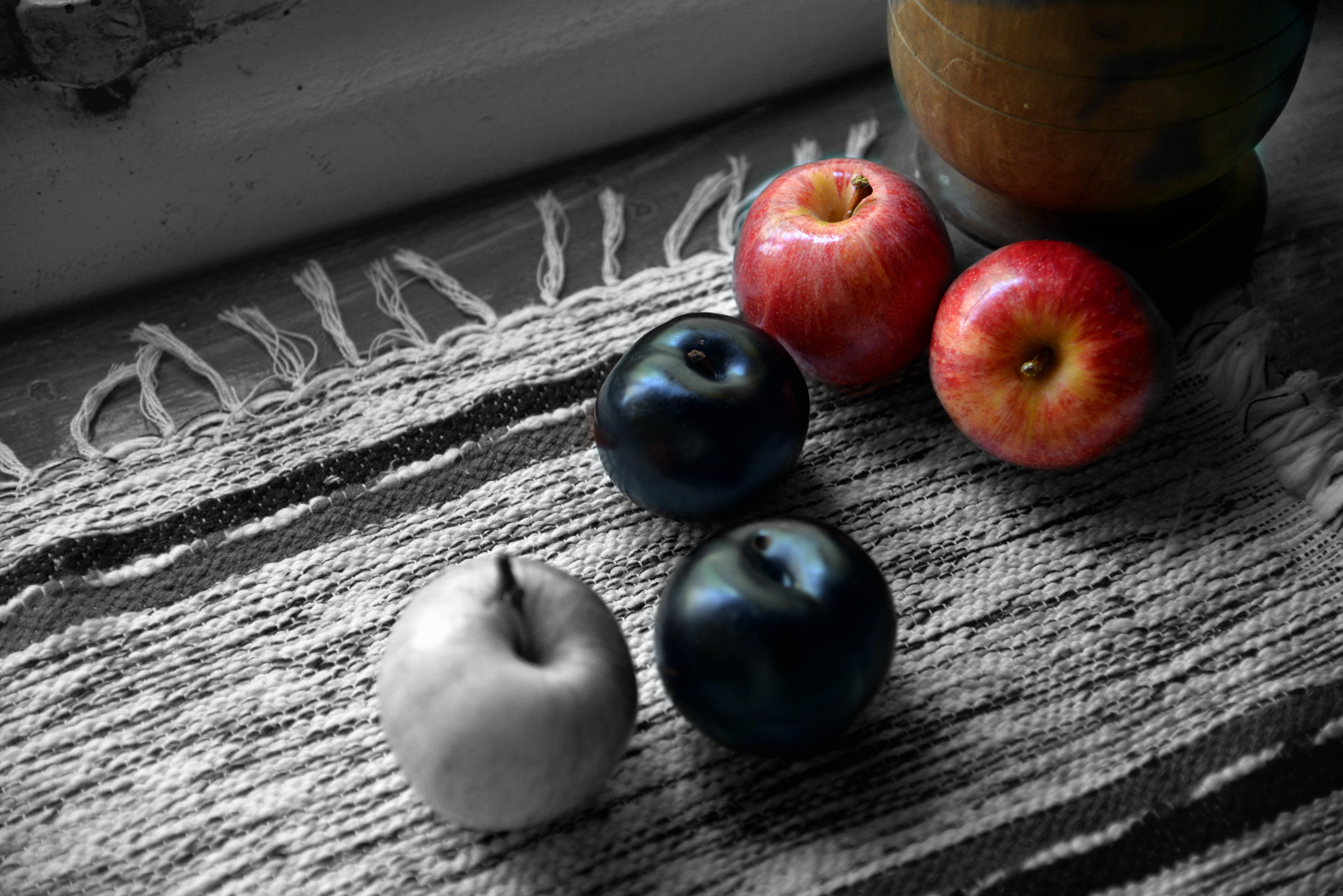 Manzanas y ciruelas