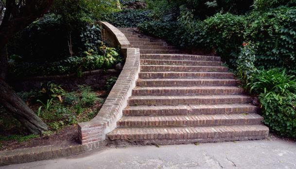 """Escalera de ladrillos casa """"el paraíso"""""""