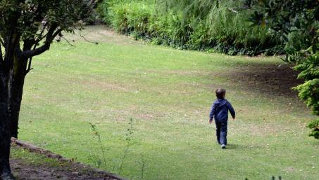 Niño en el parque de Manucho
