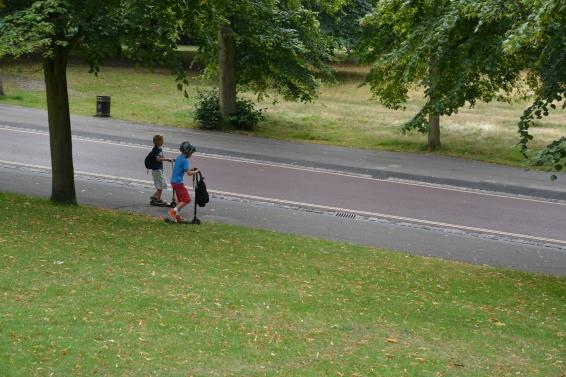 Chicos en el parque