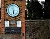 Reloj en el acceso
