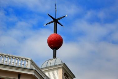Señal de tiempo en el techo de la casa de Flamsteed