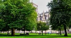 Parque lateral a la catedral