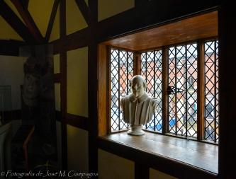 Busto de Shakespeare en la casa natal