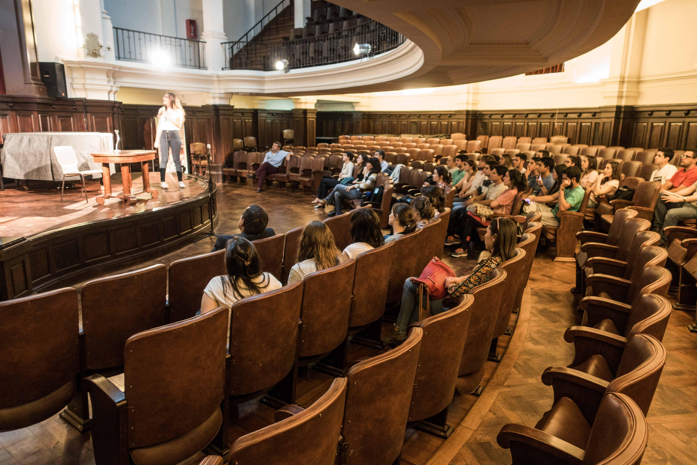 Salón de actos de la FCEFYN, UNC.