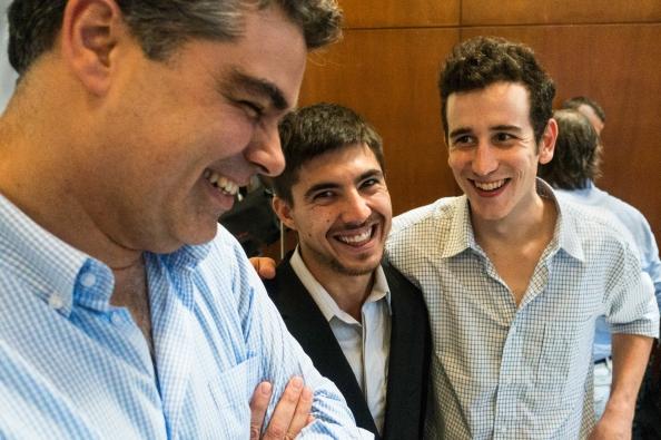 Franco y Gonzalo felices con el profe Piumetto