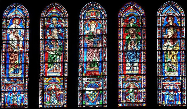 Vitrales de la Catedral de Chartes, Francia.